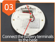 03 - Connect the battery terminals to the base